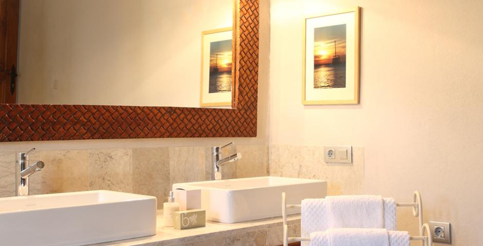 Show can jordi ibiza villa bathroom mirror