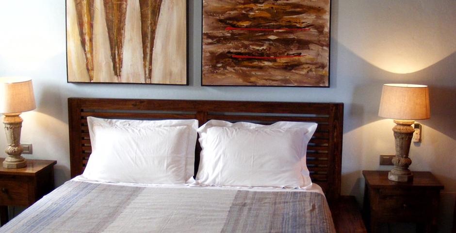 Show can jordi ibiza villa bedroom whitelight