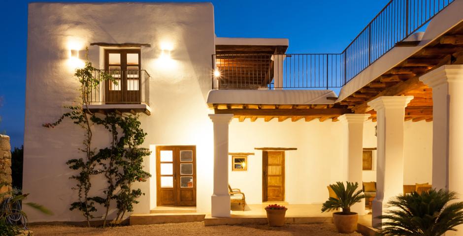 Show can jordi ibiza villa house by night
