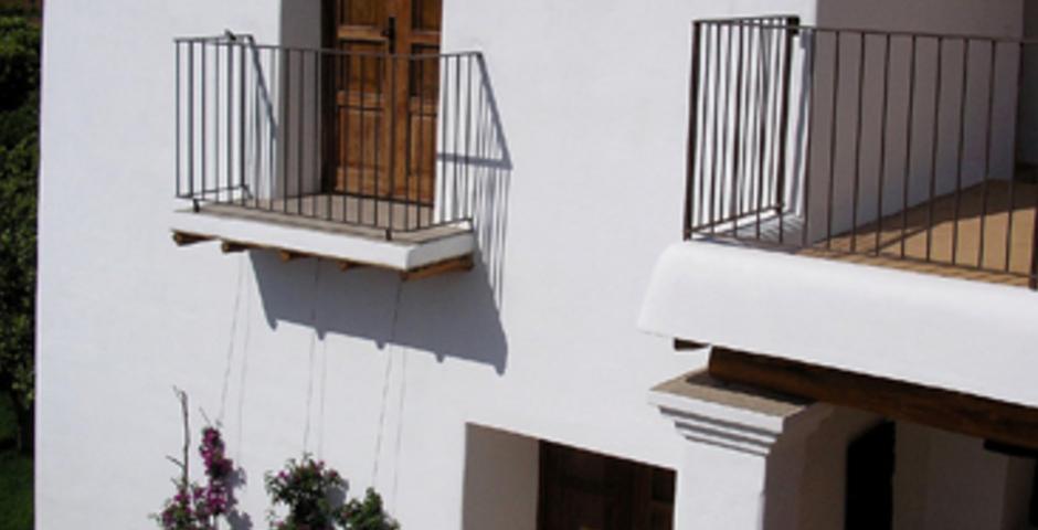 Show can jordi ibiza villa outside view entrance