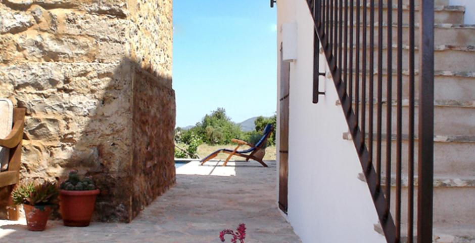 Show can jordi ibiza villa stairs