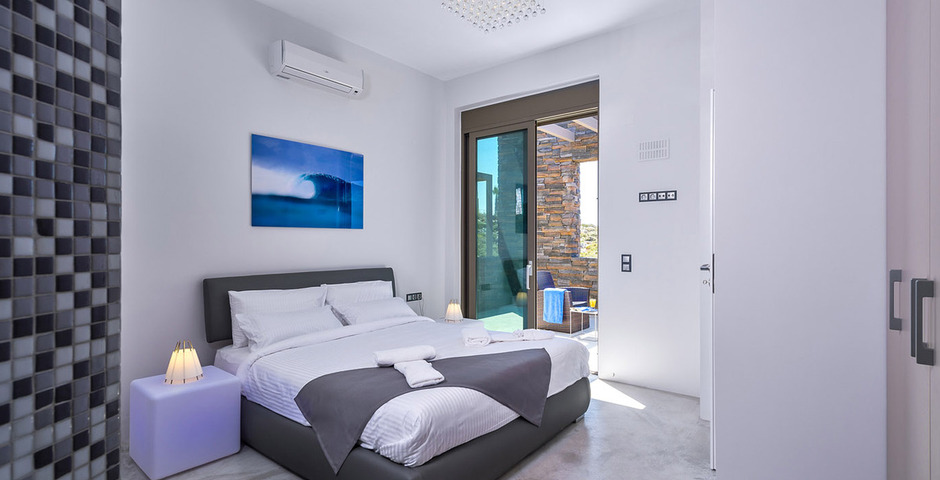 Show luxury villa crete bedroom wellness2