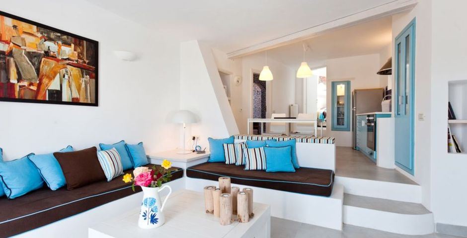 Show livas living room and kitchen