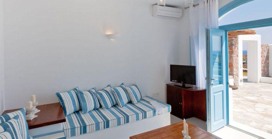 Show zephyros living room