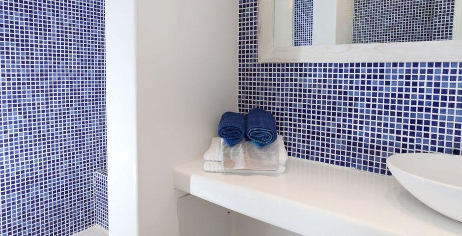 Show zephyros bathroom