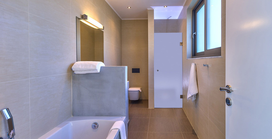 Show luxury villa crete bathroom 2