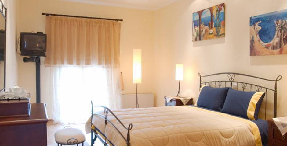Show villa  classic bedroom6