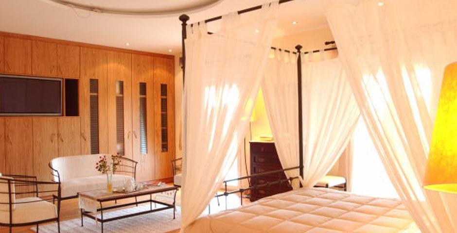 Show villa  classic bedroom2