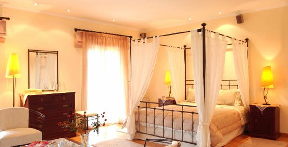 Show villa  classic bedroom