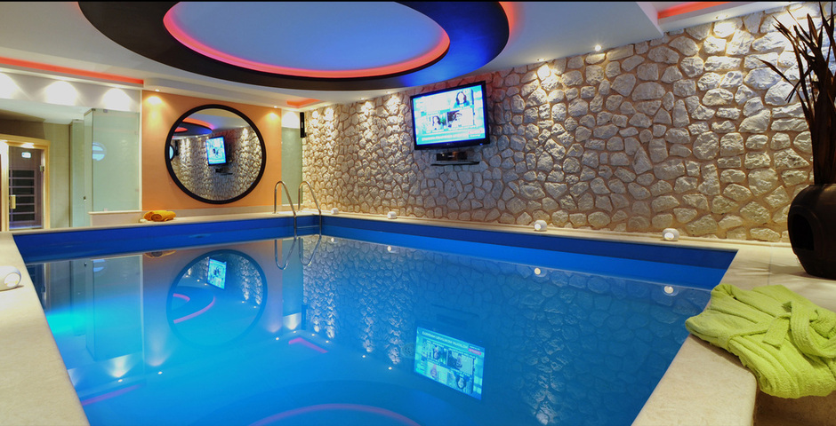 Show villa exclusive   indoor pool2