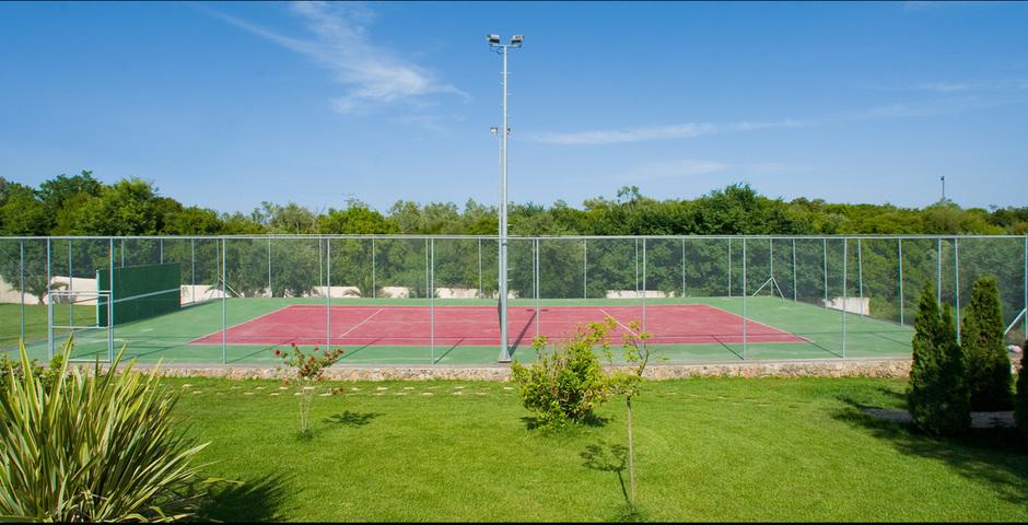 Show tennis court
