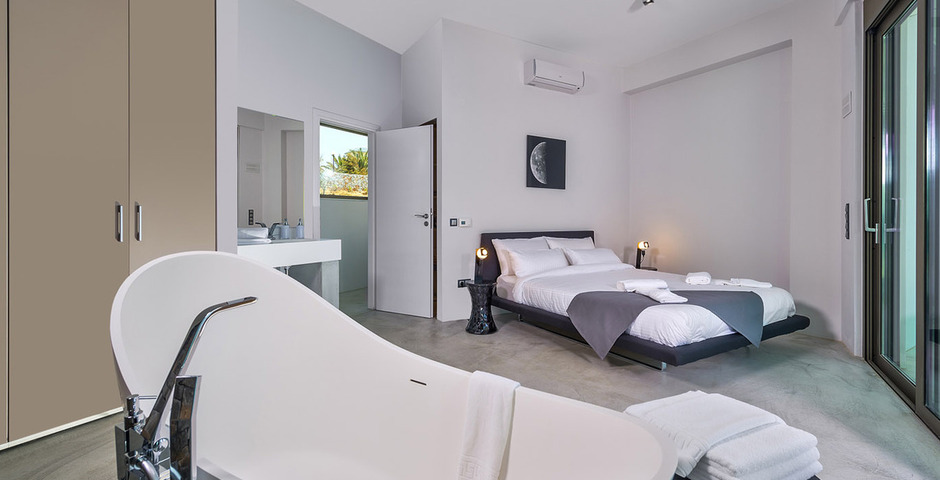 Show luxury villa crete seafront bedroom13