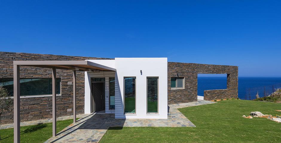 Show luxury villa crete front2