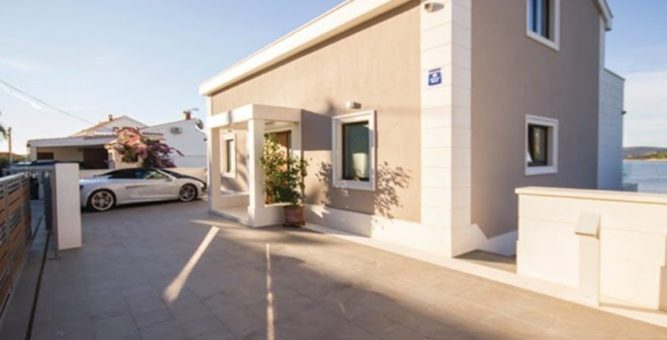 Show luxury villa trogir croatia view from entrance area