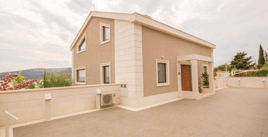 Show luxury villa trogir croatia entrance area