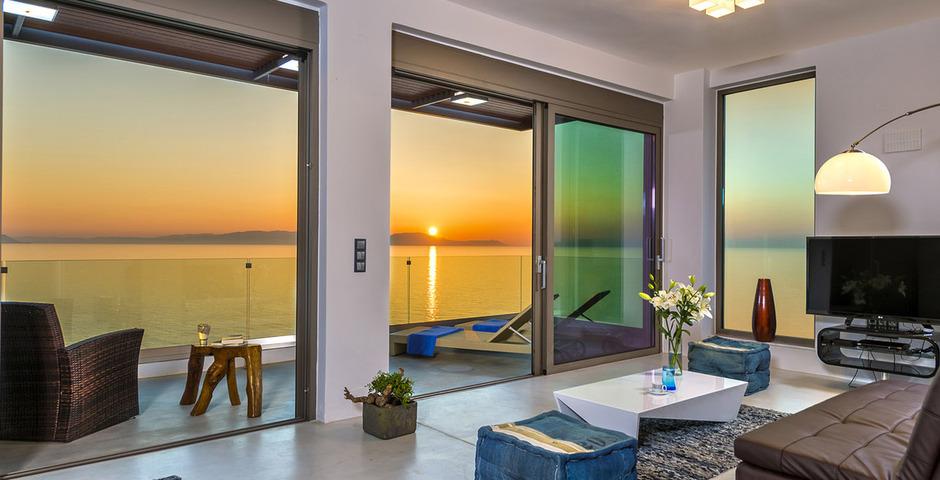 Show luxury villa crete seafront livingroom 24