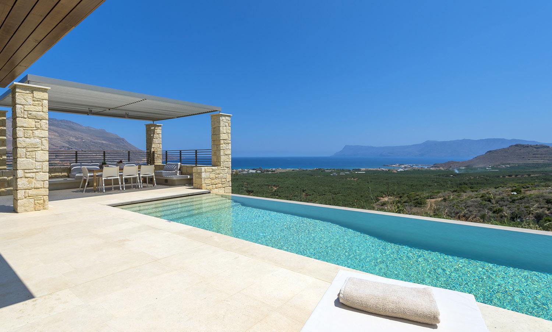 Chic stay modern villas near kissamos kissamos for Villas with infinity pools
