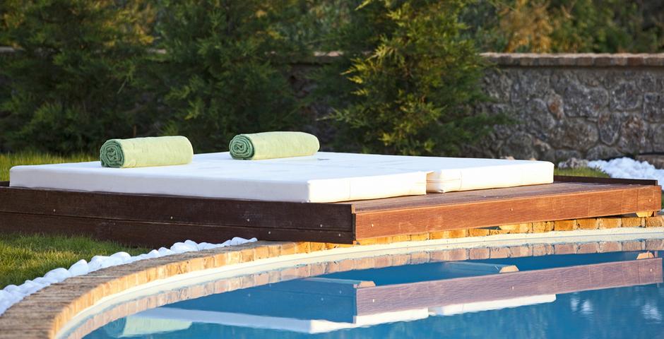 Show luxury seafront villa corfu piedra sunbeds