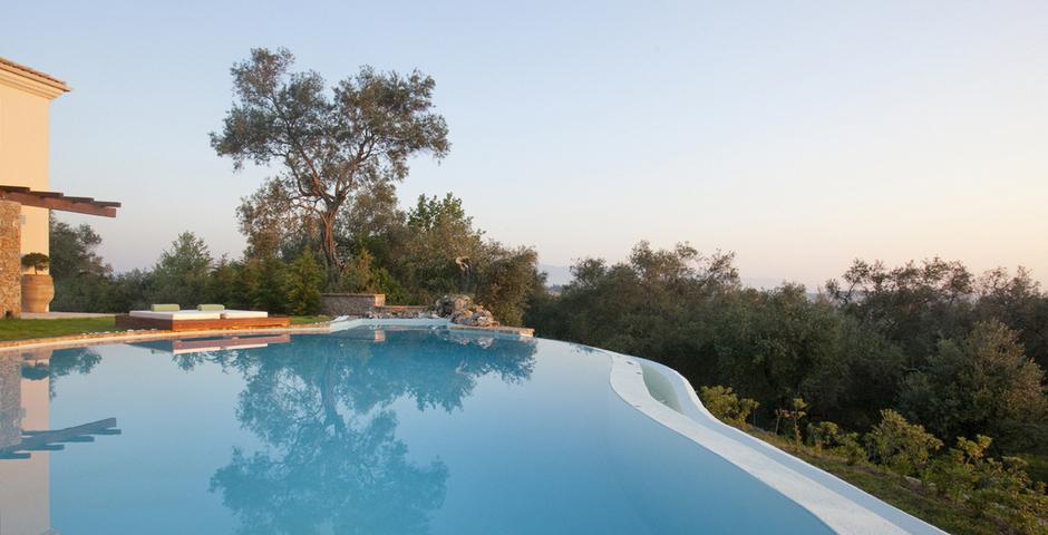 Show luxury seafront villa corfu piedra infinity pool