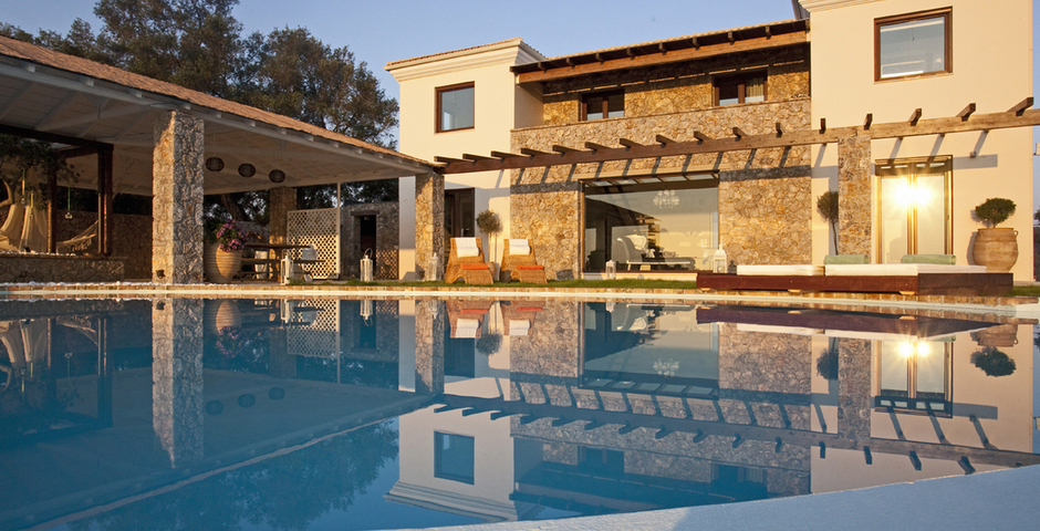 Show luxury seafront villa corfu piedra villa outside