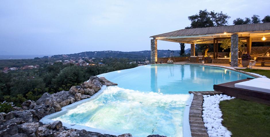 Show luxury seafront villa corfu piedra swimmingpool whirlpool
